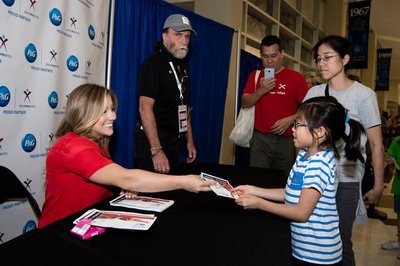 Shawn Johnson signs autographs before the event