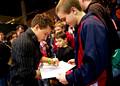 Jonathan Horton signs autographs